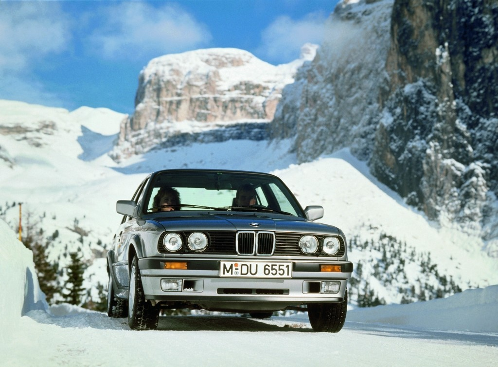 BMW E30 325iX drives out of 4 feet of snow - Network A